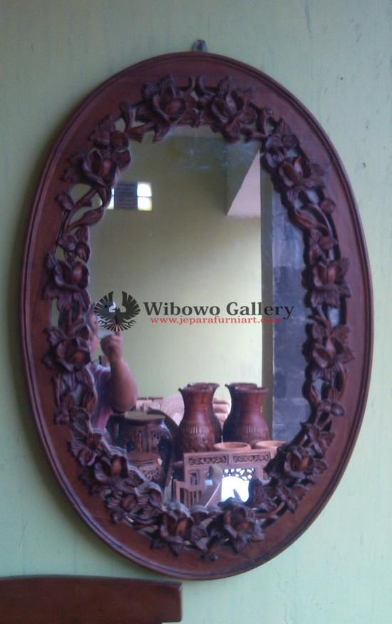 cermin jati oval motif mawar