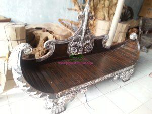 Bangku Antik Bentuk Perahu